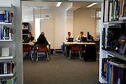 Etudiants de l'école hotellière de Glion à Bulle. Bibliothèque, Studenten der Hotelfachschule Glion in Bulle. © Romano P. Riedo