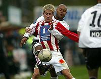 Fotball, 26. april 2003, Tippeligaen, Sogndal-Tromsø 3-1. Morten Gamst Pedersen, Tromsø, og Robbie Russell, Sogndal