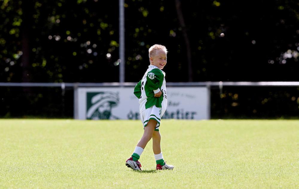 Foto: Gerrit de Heus. Gouda. 01/10/05. Start van de Jeugd G-Voetbalcompetitie. GSV-Kameleon, Jordy, speler van GSV speelde vooral zijn eigen wedstrijd.