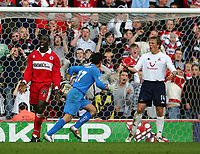 Fotball<br /> England 2004/2005<br /> Foto: SBI/Digitalsport<br /> NORWAY ONLY<br /> <br /> Middlesbrough v Tottenham Hotspurs, Barclays Premiership, Riverside Stadium, Middlesbrough 07/05/2005.<br /> <br /> Middlesbrough's Jimmy Floyd Hasselbaink (L) cannot believe he's missed an opportunity to score for his team.