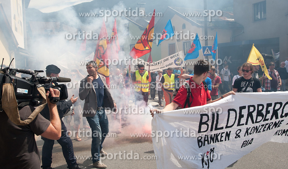 13.06.2015, Telfs, AUT, Demonstration gegen die Bilderbergkonferenz, im Bild die Demonsatrnten mit Fackeln // demonstarnts with torches during a demonstration agiainst the bilderberg group in Telfs, Austria on 2015/06/13. EXPA Pictures © 2015, PhotoCredit: EXPA/ Jakob Gruber
