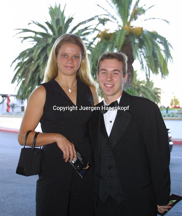 Sport,Tennis,Hopman Cup in Perth,Kim Clijsters und Olivier Rochus (BEL) gehen zum traditionellen Sylvesterball,<br /> Abendkleid,Abendgarderobe,privat,halbe Figur,<br /> Hochformat,<br /> 31.12.2001