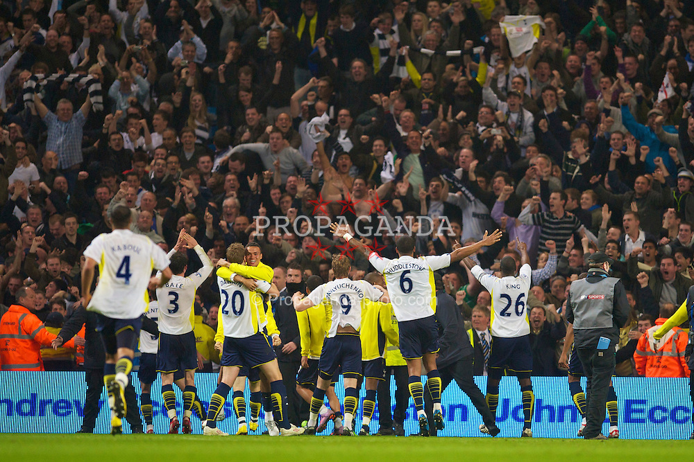 MANCHESTER, ENGLAND - Wednesday, May 5, 2010: Tottenham Hotspur's players celebrate their qualification to the UEFA Champions League after his goal sealed a 1-0 victory over rivals Manchester City and guaranteed a fourth place finish during the Premiership match at City of Manchester Stadium. (Photo by David Rawcliffe/Propaganda)
