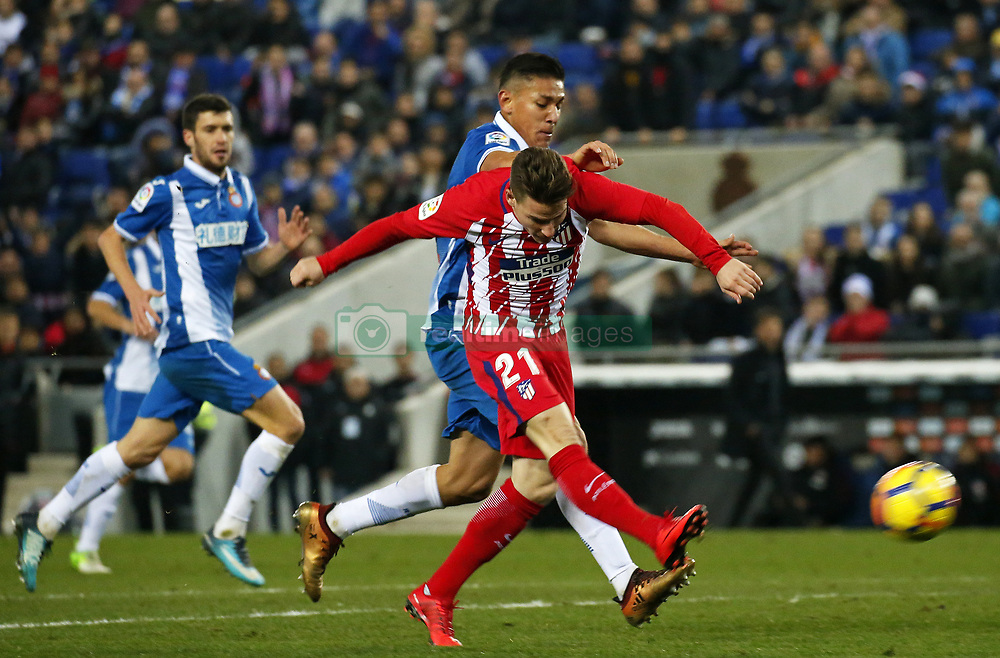 December 22, 2017 - Barcelona, Spain - Kevin Gameiro and Oscar Duarte during the La Liga match between RCD Espanyol and Atletico de Madrid, in Barcelona, on December 22, 2017. Photo: Joan Valls/Urbanandsport/Nurphoto  (Credit Image: © Joan Valls/NurPhoto via ZUMA Press)