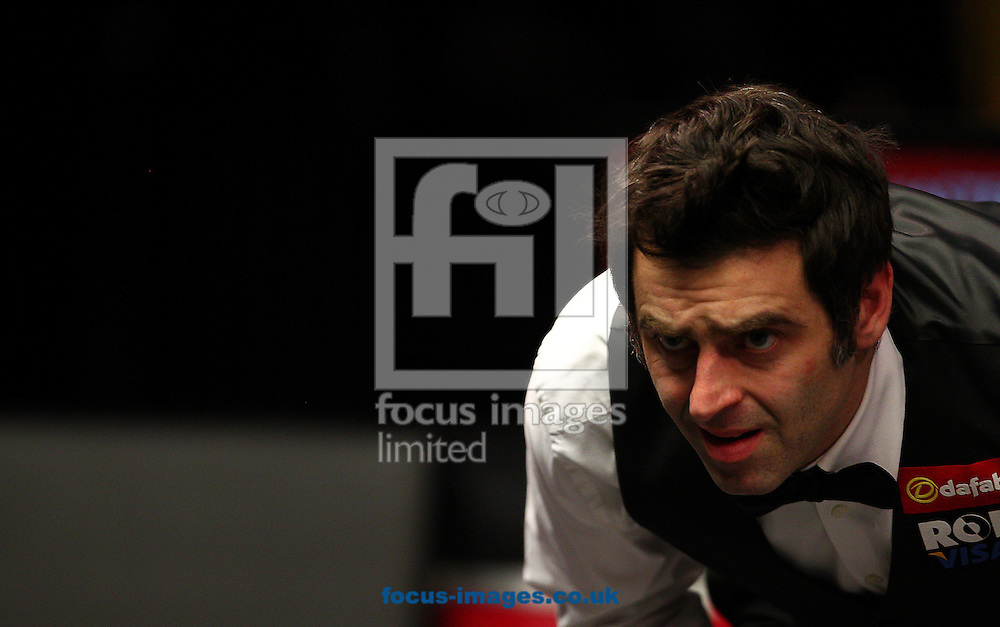Picture by Paul Terry/Focus Images Ltd +44 7545 642257<br /> 14/01/2014<br /> Ronnie O' Sullivan lines up a shot during The Masters first round match at Alexandra Palace, London.
