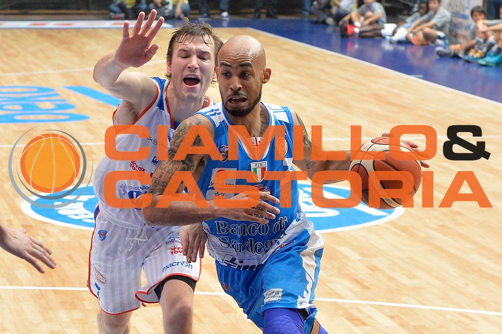 DESCRIZIONE : Cant&ugrave; Lega A 2015-16 Acqua Vitasnella Cantu' vs Dinamo Banco di Sardegna Sassari<br /> GIOCATORE : David Logan<br /> CATEGORIA : Penetrazione<br /> SQUADRA : Dinamo Banco di Sardegna Sassari<br /> EVENTO : Campionato Lega A 2015-2016<br /> GARA : Acqua Vitasnella Cantu'  Dinamo Banco di Sardegna Sassari<br /> DATA : 12/10/2015<br /> SPORT : Pallacanestro <br /> AUTORE : Agenzia Ciamillo-Castoria/I.Mancini<br /> Galleria : Lega Basket A 2015-2016  <br /> Fotonotizia : Acqua Vitasnella Cantu'  Lega A 2015-16 Acqua Vitasnella Cantu' Dinamo Banco di Sardegna Sassari   <br /> Predefinita :