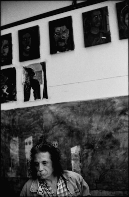 PORTRAITS / RETRATOS<br /> <br /> Roberto Gonzalez<br /> Pintor Venezolano<br /> Caracas - Venezuela 2000<br /> <br /> (Copyright &copy; Aaron Sosa)
