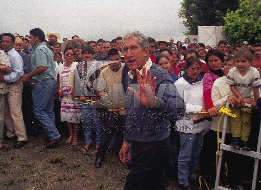 Ixtapan de la Sal M&eacute;x.- El Gobernador del Estado de M&eacute;xico Arturo Montiel Rojas, durante la lectura de su tercer informe de gobierno en la regi&oacute;n  XI en el municipio de Ixtapan de la Sal. Agencia MVT / Jeu Marure. (FILM)<br /> <br /> NO ARCHIVAR - NO ARCHIVE