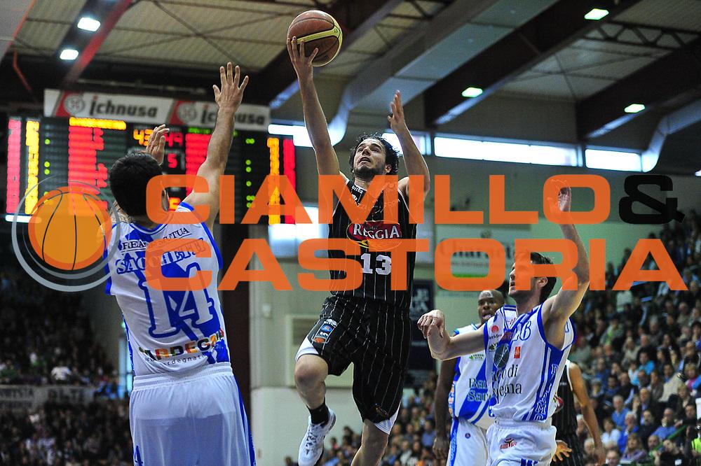 DESCRIZIONE : LegaBasket Serie A 2013-14 Dinamo Banco di Sardegna Sassari - Pasta Reggia Juve Caserta<br /> GIOCATORE : Michele Vitali<br /> CATEGORIA : Tiro Penetrazione Sottomano<br /> SQUADRA : Pasta Reggia Juve Caserta<br /> EVENTO : Campionato Serie A 2013-14<br /> GARA : Dinamo Banco di Sardegna Sassari - Pasta Reggia Juve Caserta<br /> DATA : 27/04/2014<br /> SPORT : Pallacanestro <br /> AUTORE : Agenzia Ciamillo-Castoria / M.Turrini<br /> Galleria : Lega Basket Serie A Beko 2013-2014  <br /> Fotonotizia : LegaBasket Serie A 2013-14 Dinamo Banco di Sardegna Sassari - Pasta Reggia Juve Caserta<br /> Predefinita :