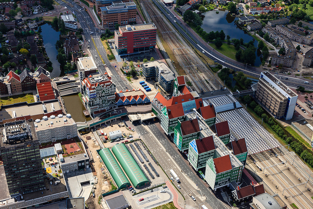 Nederland, Noord-Holland, Zaanstad, 14-06-2012; Inverdan, nieuwe stadscentrum Zaandam, masterplan Sjoerd Soeters. Station rechts in beeld. Het Zaanse huisjeshotel - Inntel Hotel - is een ontwerp Wilfried van Winden..New  center of the city of Zaandam, developed according to the master plan by architect Sjoerd Soeters. Train station in the foreground. The hotel built in a postmodern version of the style of the historic houses of Zaandam- Inntel Hotel - was designed by Wilfried van Winden..luchtfoto (toeslag), aerial photo (additional fee required).foto/photo Siebe Swart