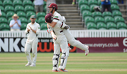 Peter Trego celebrates James Hildreth's double century. - Photo mandatory by-line: Alex Davidson/JMP - Mobile: 07966 386802 - 22/08/15 - SPORT - CRICKET - LV County Championship Division One - Day Two - Somerset v Worcestershire - The County Ground, Taunton, England.