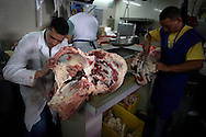 Venezuelan citizens stand on a meat stand at the Quinta Crespo market in Caracas (Venezuela) Feb. 3, 2009 (Photo/Ivan Gonzalez)