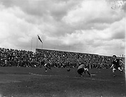 30/04/1961<br /> 04/30/1961<br /> 30 April 1961<br /> Soccer: Cork Celtic v Drumcondra, Final of Top Four Competition at Dalymount Park, Dublin.