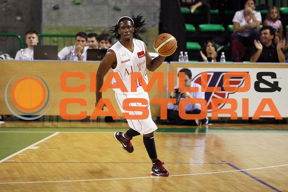 DESCRIZIONE : Casale Monferrato Lega A 2009-10 Basket Amichevole Fastweb Casale Monferrato Armani Jeans Milano<br /> GIOCATORE : Morris Finley<br /> SQUADRA : Armani Jeans Milano<br /> EVENTO : Campionato Lega A 2009-2010 <br /> GARA : Fastweb Casale Monferrato Armani Jeans Milano<br /> DATA : 12/09/2009<br /> CATEGORIA : Palleggio<br /> SPORT : Pallacanestro <br /> AUTORE : Agenzia Ciamillo-Castoria/G.Cottini