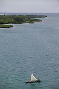 """Guna Yala es una comarca indígena en Panamá, habitada por la etnia Guna. Antiguamente la comarca se llamaba San Blas hasta 19982 y como Kuna Yala hasta 2010. Su capital es El Porvenir. Limita al norte con el Mar Caribe, al sur con la provincia de Darién y la comarca Emberá Wounnan, al este con Colombia y al oeste con la provincia de Colón.<br /> <br /> La Comarca de Guna Yala posee un área de 2,306 km? . Consiste en una franja estrecha de tierra de 373 km de largo en la costa este del Caribe panameño, bordeando la provincia de Darién y Colombia. Un archipiélago de 365 islas rodean la costa, de las cuales 36 están habitadas.<br /> <br /> Guna Yala en lengua guna significa """"Tierra Guna"""" o """"Montaña Guna"""".<br /> ©Alejandro Balaguer/Fundación Albatros Media."""