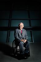 Der deutsche Bundesfinanzminister Wolfgang Schäuble posiert für ein Portrait  im deutschen Bundestag
