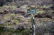 Nederland, Berg en Dal, 5-1-2014In een natuurgebied staat een bordje met het verzoek niet daarachter te komen ivm heideherstel.Foto: Flip Franssen/Hollandse Hoogte