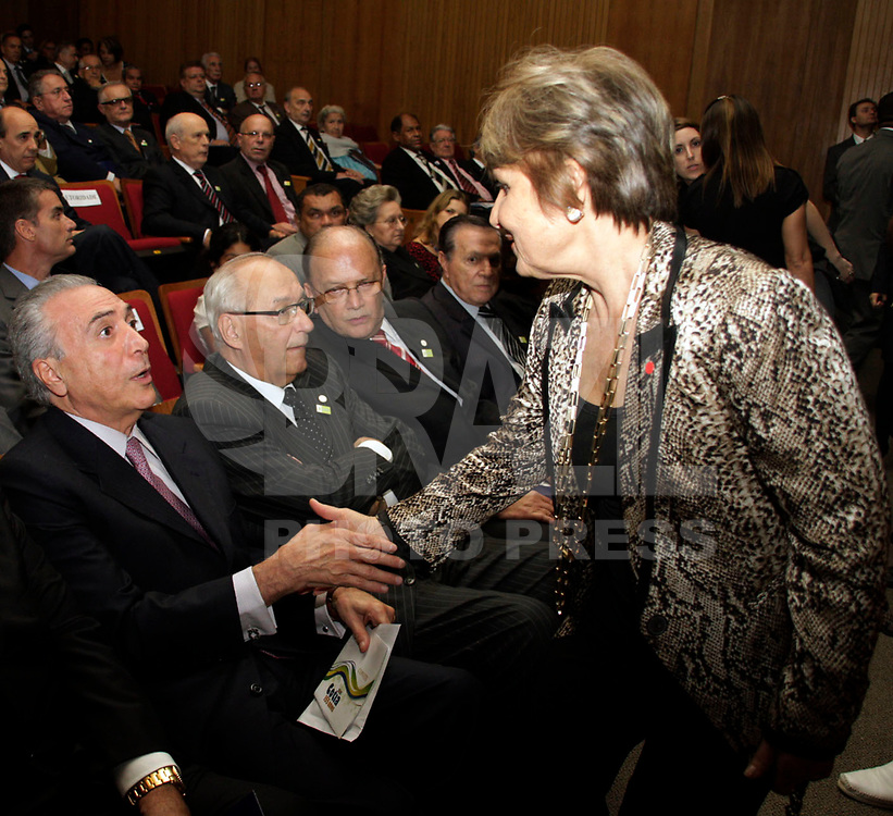 S&Atilde;O PAULO,SP,24 MAR&Ccedil;O 2011 - MICHEL TEMER POSSE ACADEMIA PAULISTA DE LETRAS.<br /> O vice-presidente da Rpublica ,Michel Temer,tomou posse na noite de ontem (24 -03) na cadeira n&ordm;6 da Academia Paulista de Letras Juridicas (APLJ) Temer ocupa a vaga deixada pelo senador Romeu Tuma.Na foto Temer (e)  e a vice-prefeita.FOTO ALE VIANNA/NEWS FREE