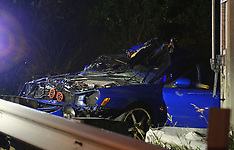 Auckland-Two injured in crash on Scenic Drive, Swanson