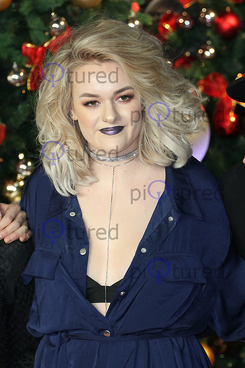 Grace Davies, Daddy's Home 2 - UK Premiere, Leicester Square, London UK, 16 November 2017, Photo by Richard Goldschmidt