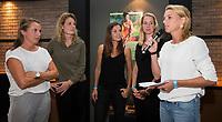 AMSTELVEEN -   Afscheid internationals in de Hockey Lounge. Frederique Derkx, Willemijn Bos, Michelle vd Pols, Joyce Sombroek, en KNHB bestuurder Mijntje Donners.  bij de Rabo EuroHockey Championships 2017.  COPYRIGHT KOEN SUYK