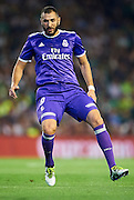 SEVILLE, SPAIN - OCTOBER 15:  Karim Benzema of Real Madrid CF in action during the match between Real Betis Balompie and Real Madrid CF as part of La Liga at Benito Villamrin stadium October 15, 2016 in Seville, Spain.  (Photo by Aitor Alcalde/Getty Images)