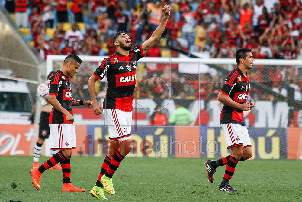 Wallace comemora seu gol durante partida entre Fluminense X Palmeiras, válida pela 21 rodada do Campeonato Brasileiro 2014, no estádio do Maracanã, neste domingo (14/09). Foto: Rudy Trindade/Frame