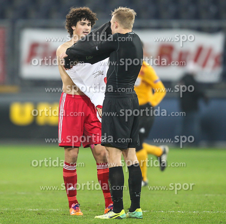 12.12.2013, Red Bull Stadion, Salzburg, AUT, UEFA EL, FC Red Bull Salzburg vs Esbjerg fB, Gruppe C, im Bild Andre Ramalho Silva, (FC Red Bull Salzburg, #5) und Mick Van Buren, (Esbjerg fB, #9) tauschen die Trikot// during the UEFA Europa League group C Match between FC Red Bull Salzburg and Esbjerg fB at the Red Bull Stadion, Salzburg, Austria on 2013/12/12. EXPA Pictures © 2013, PhotoCredit EXPA/ Roland Hackl