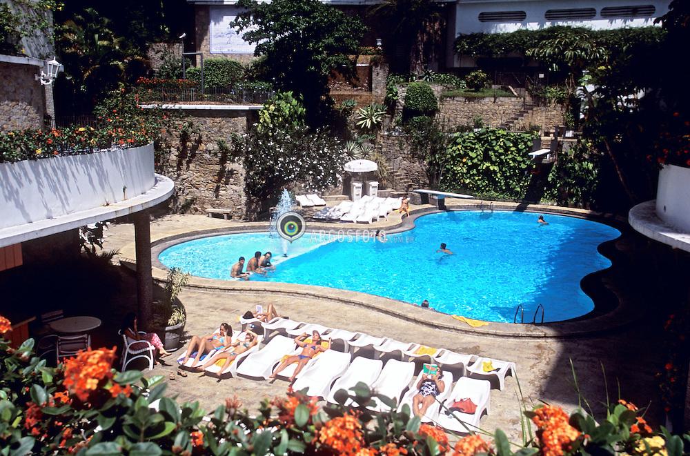 Rio de Janeiro, Rio de Janeiro, Brasil. 10/2004.Piscina do Hotel Gloria. Swimming pool at Hotel Gloria..Foto ©Marcos Issa/Argosfoto.