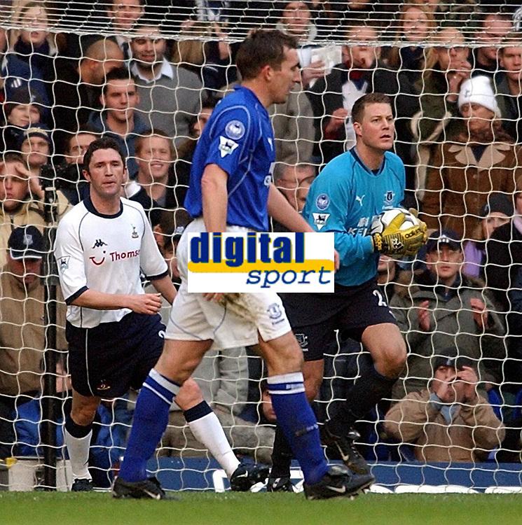 Fotball - Premier League - 12.10.2003<br /> Tottenham v Everton<br /> Espen Baardsen - keeper Everton<br /> Robbie Keane - Spurs<br /> Foto: Javier Garcia, Digitalsport