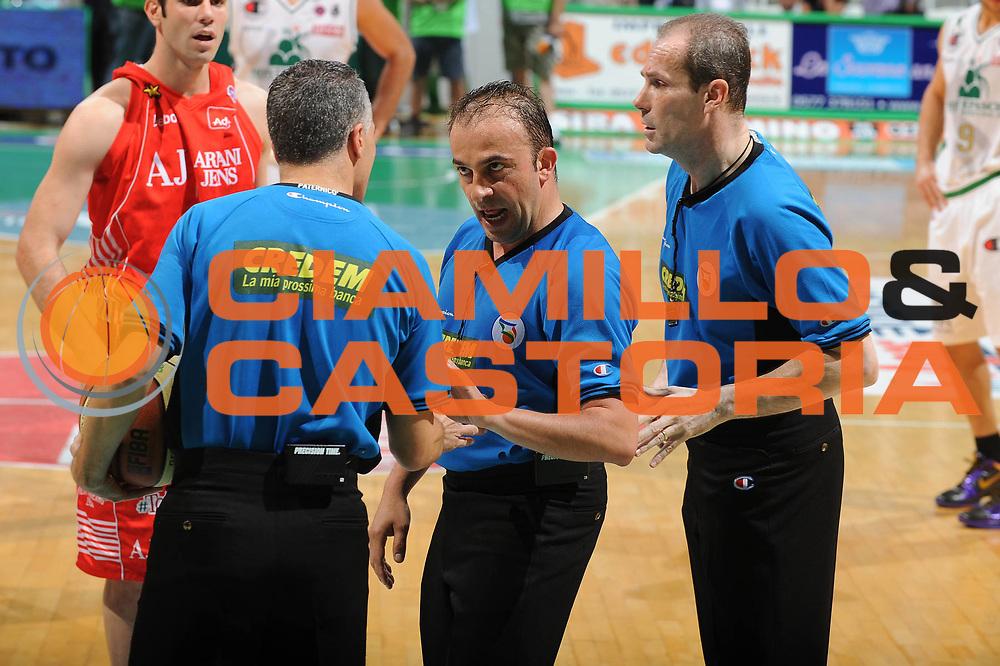 DESCRIZIONE : Siena Lega A 2009-10 Playoff Finale Gara 1 Montepaschi Siena Armani Jeans Milano<br /> GIOCATORE : Arbitro<br /> SQUADRA : Montepaschi Siena Armani Jeans Milano <br /> EVENTO : Campionato Lega A 2009-2010 <br /> GARA : Montepaschi Siena Armani Jeans Milano<br /> DATA : 13/06/2010<br /> CATEGORIA : Ritratto<br /> SPORT : Pallacanestro <br /> AUTORE : Agenzia Ciamillo-Castoria/GiulioCiamillo<br /> Galleria : Lega Basket A 2009-2010 <br /> Fotonotizia : Siena Lega A 2009-10 Playoff Finale Gara 1 Montepaschi Siena Armani Jeans Milano<br /> Predefinita :