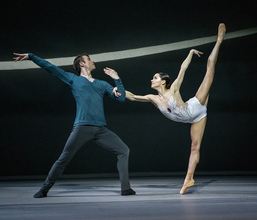 +Embargoed until 7.30pm Tues 19th April '16 + The world premiere of Scottish Ballet's new Swan Lake by David Dawson at The Theatre Royal, Glasgow. Principle dancers Odette: Sophie Martin and Siegfried: Christopher Harrison. Picture Robert Perry 18th April 2016<br />