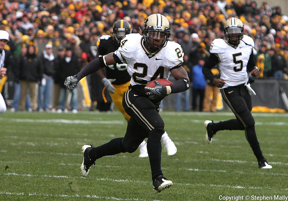 15 NOVEMBER 2008: Purdue running back Kory Sheets (24) in the first half of an NCAA college football game against Purdue, at Kinnick Stadium in Iowa City, Iowa on Saturday Nov. 15, 2008. Iowa beat Purdue 22-17.