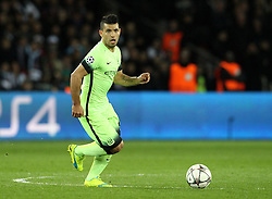 Sergio Aguero of Manchester City runs with the ball - Mandatory by-line: Robbie Stephenson/JMP - 06/04/2016 - FOOTBALL - Parc des Princes - Paris,  - Paris Saint-Germain v Manchester City - UEFA Champions League Quarter Finals First Leg