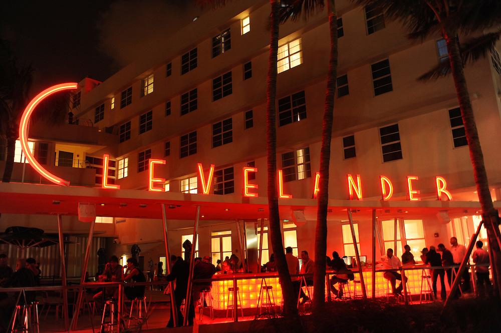 Miami Beach nightlife, Bar Clevelander am Ocean Drive..Florida 2009..Foto © Stefan Falke.