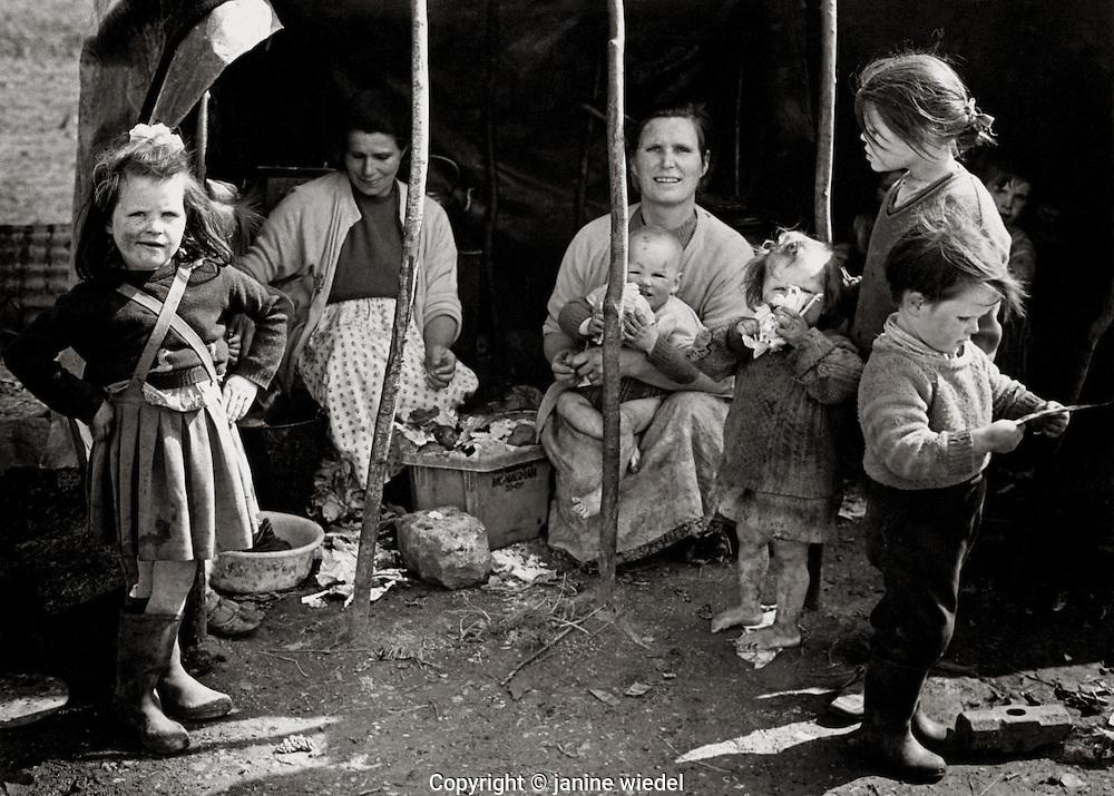 Irish Traveller family in Southern Ireland 1970s