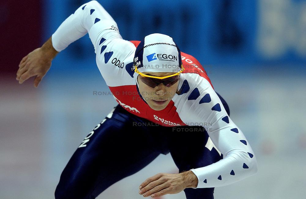 12-01-2002 SCHAATSEN: WORLDCUP: HEERENVEEN<br /> Gerard van Velde<br /> &copy;2002-WWW.FOTOHOOGENDOORN.NL