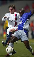 Fotball<br /> Toulouse v Paris Saint Germain<br /> 14. februar 2004<br /> Foto: Digitalsport<br /> Norway Only<br /> <br /> ACHILLE EMANA (TOU) / GABRIEL HEINTZE (PSG) *** Local Caption *** 40001047