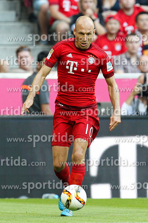 29.08.2015, Allianz Arena, Muenchen, GER, 1. FBL, FC Bayern Muenchen vs Bayer 04 Leverkusen, 3. Runde, im Bild Arjen Robben #10 (FC Bayern Muenchen) // during the German Bundesliga 3rd round match between FC Bayern Munich and Bayer 04 Leverkusen at the Allianz Arena in Muenchen, Germany on 2015/08/29. EXPA Pictures &copy; 2015, PhotoCredit: EXPA/ Eibner-Pressefoto/ Kolbert<br /> <br /> *****ATTENTION - OUT of GER*****