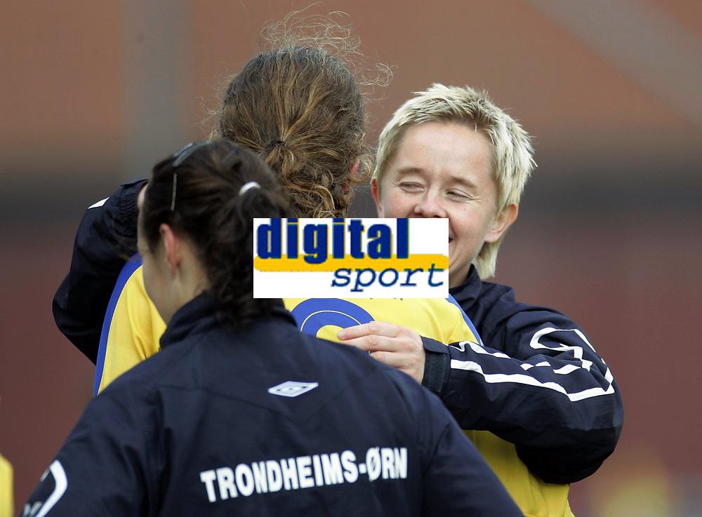 Fotball<br /> Toppserien kvinner 2006<br /> 07.10.2006<br /> R&oslash;a v Trondheims-&Oslash;rn 0-1<br /> Foto: Morten Olsen, Digitalsport<br /> <br /> Jubel &Oslash;rn<br /> G&oslash;ril Kringen og Solfrid Andersen