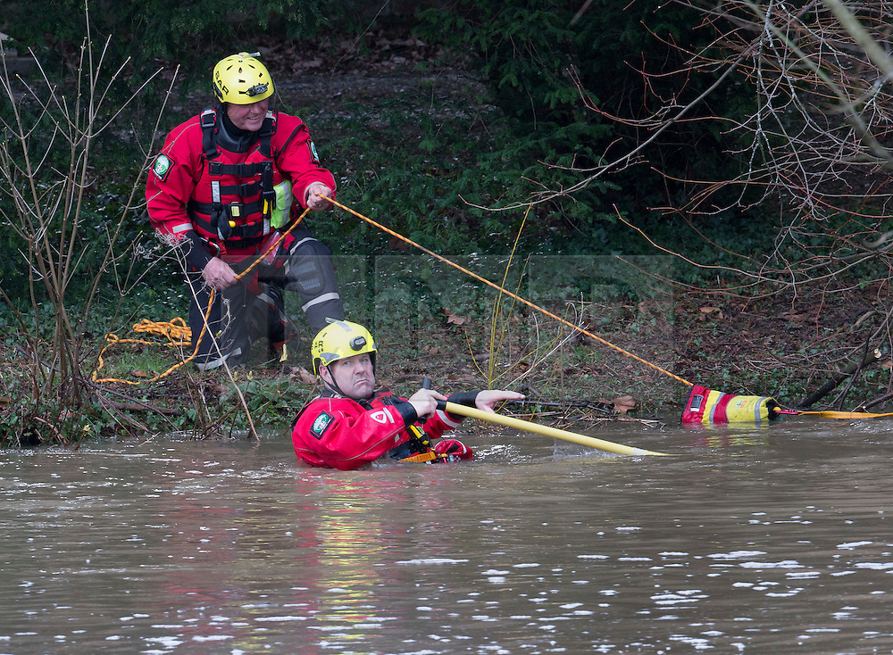 © Licensed to London News Pictures. 28/03/2016. Guilford, UK. A search and rescue team look for a missing kayaker in the swollen River Wey in Guildford.  The kayaker was reported missing and seen in the water by members of the public at 1.40 PM. Photo credit: Peter Macdiarmid/LNP