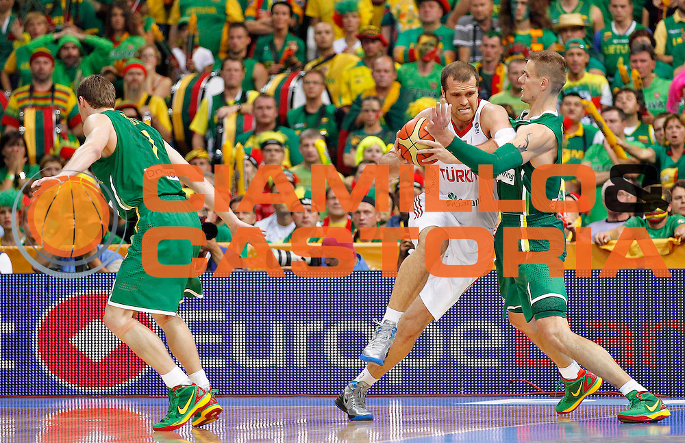 DESCRIZIONE : Panevezys Lithuania Lituania Eurobasket Men 2011 Preliminary Round Turchia Lituania Turkey Lithuania<br /> GIOCATORE : Oguz Savas<br /> SQUADRA : Turchia Turkey<br /> EVENTO : Eurobasket Men 2011<br /> GARA : Turchia Lituania Turkey Lithuania<br /> DATA : 02/09/2011 <br /> CATEGORIA : palleggio<br /> SPORT : Pallacanestro <br /> AUTORE : Agenzia Ciamillo-Castoria/L.Kulbis<br /> Galleria : Eurobasket Men 2011 <br /> Fotonotizia : Panevezys Lithuania Lituania Eurobasket Men 2011 Preliminary Round Turchia Lituania Turkey Lithuania<br /> Predefinita :