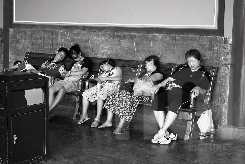 Pictures of some people sleeping on a bench of the forbidden city