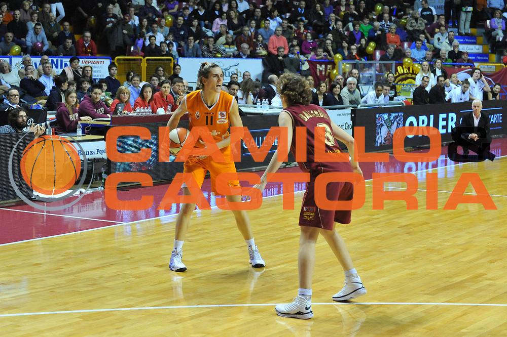 DESCRIZIONE : Venezia Lega A1 Femminile 2009-10 Coppa Italia Finale Famila Wuber Schio Umana Reyer Venezia<br /> GIOCATORE : Raffaella Masciardi<br /> SQUADRA : Famila Wuber Schio Umana Reyer Venezia<br /> EVENTO : Campionato Lega A1 Femminile 2009-2010 <br /> GARA : Famila Wuber Schio Umana Reyer Venezia<br /> DATA : 07/03/2010 <br /> CATEGORIA : Passaggio<br /> SPORT : Pallacanestro <br /> AUTORE : Agenzia Ciamillo-Castoria/M.Gregolin<br /> Galleria : Lega Basket Femminile 2009-2010 <br /> Fotonotizia : Venezia Lega A1 Femminile 2009-10 Coppa Italia Finale Famila Wuber Schio Umana Reyer Venezia<br /> Predefinita :