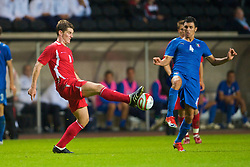 SWANSEA, ENGLAND - Friday, September 4, 2009: Wales' Sam Vokes and Italy's Roberto Soriano during the UEFA Under 21 Championship Qualifying Group 3 match at the Liberty Stadium. (Photo by David Rawcliffe/Propaganda)