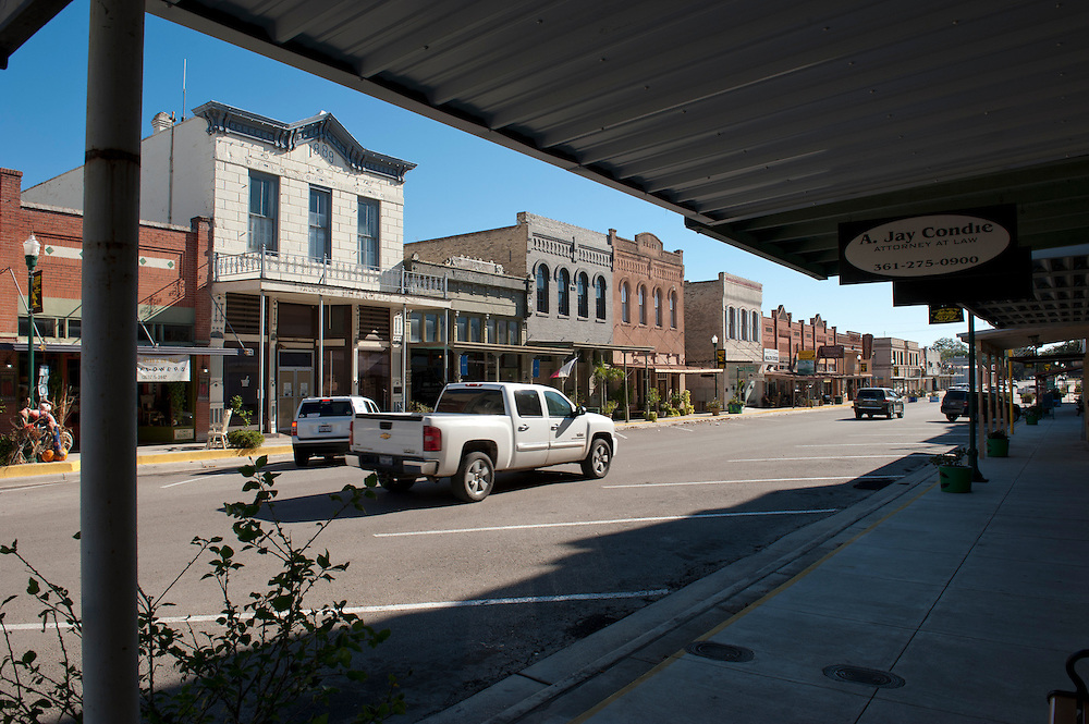 Main Street, Cuero, Texas. Fracking brought a huge oil boom to Dewitt County in Texas...© Stefan Falke www.stefanfalke.com.Unterwegs mit Peter Hossli.