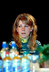 08-03-2006 WIELRENNEN: TEAMPRESENTATIE AA CYCLINGTEAM: ALPHEN AAN DE RIJN<br /> Marlijn Binnendijk<br /> Copyrights: WWW.FOTOHOOGENDOORN.NL