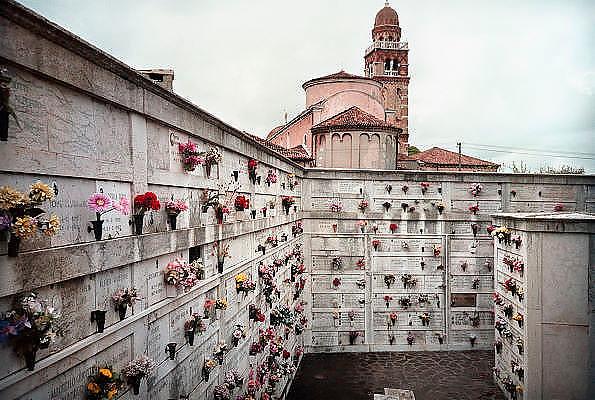 Italie, Venetie, 8-3-2008Op het eiland San Michele in de lagune van Venetie is de begraafplaats van de stad. Foto: Flip Franssen