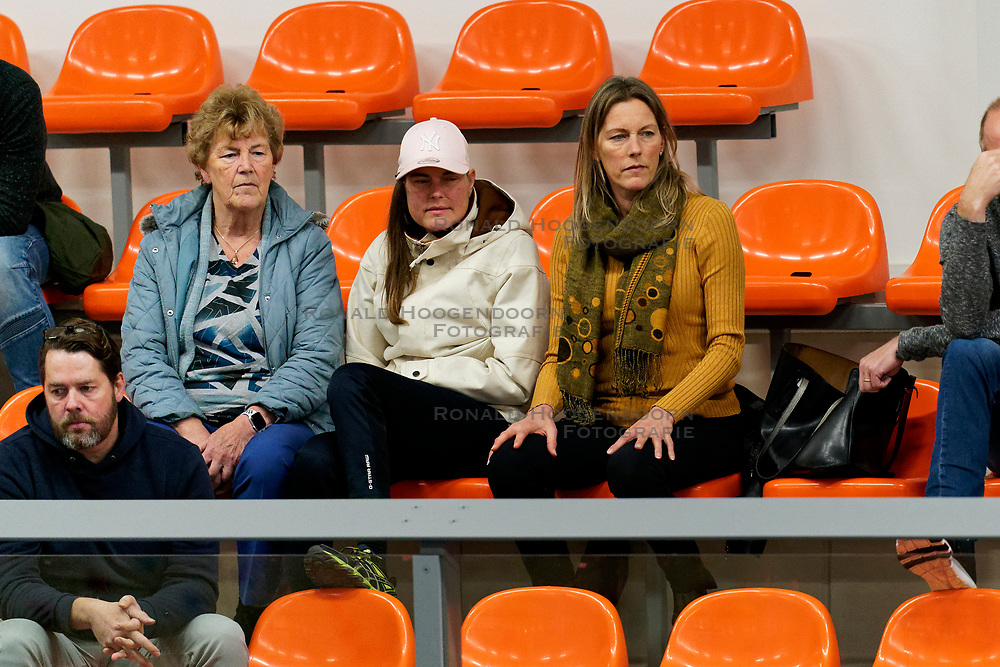 26-10-2019 NED: Talentteam Papendal - Draisma Dynamo, Ede<br /> Round 4 of Eredivisie volleyball - Support, fan, publiek fam Boersma