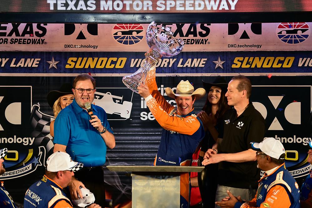 Scott Dixon, Chip Ganassi Racing Honda celebrates the win in victory lane with trophy
